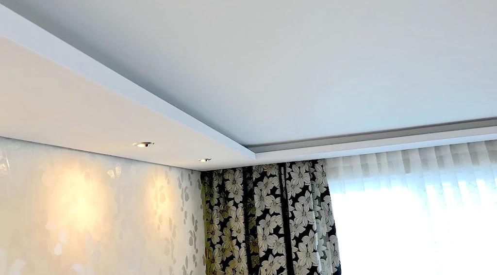 Stierka a omietka, dekoratívna tapeta, sadrokartónový strop